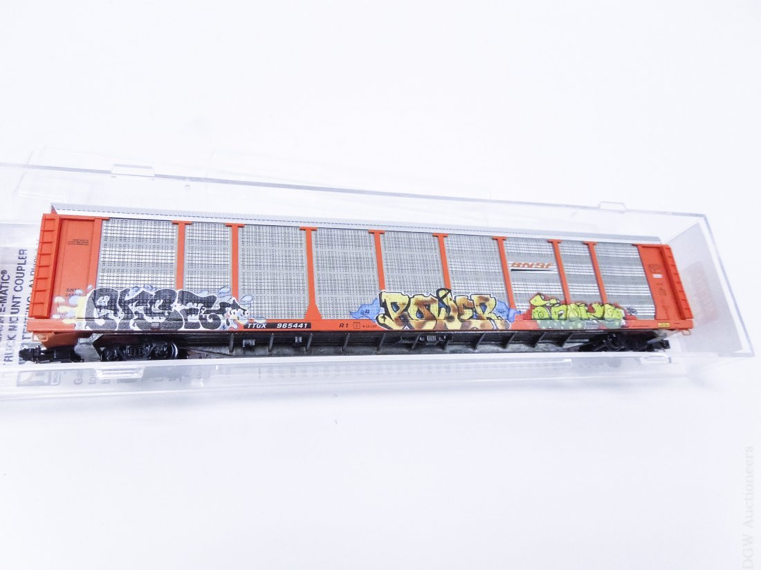 (19) 'N' Scale Train Cars. - 4