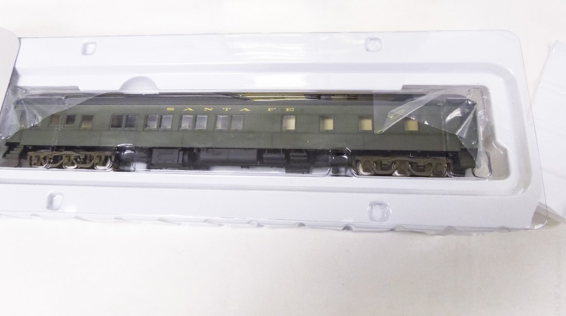 (22) 'HO' Scale Model Railroad Cars. - 3