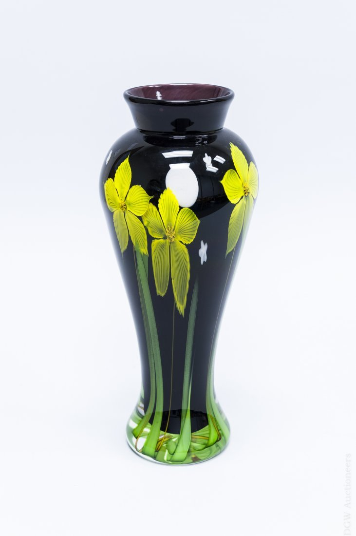 Mayauel Ward 2005 Art Glass Paperweight Vase.