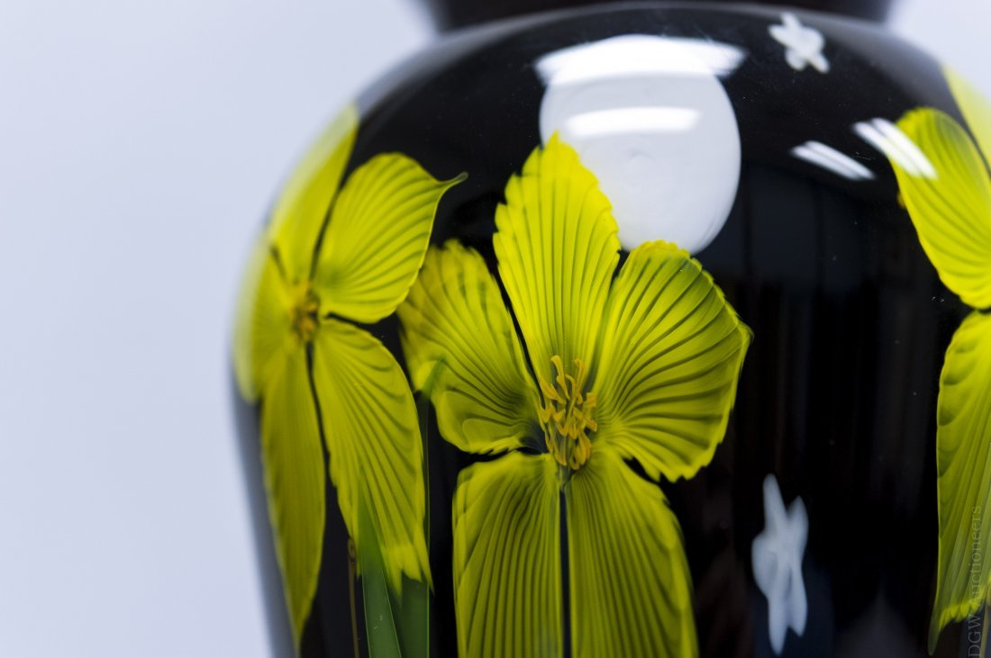 Mayauel Ward 2005 Art Glass Paperweight Vase. - 3