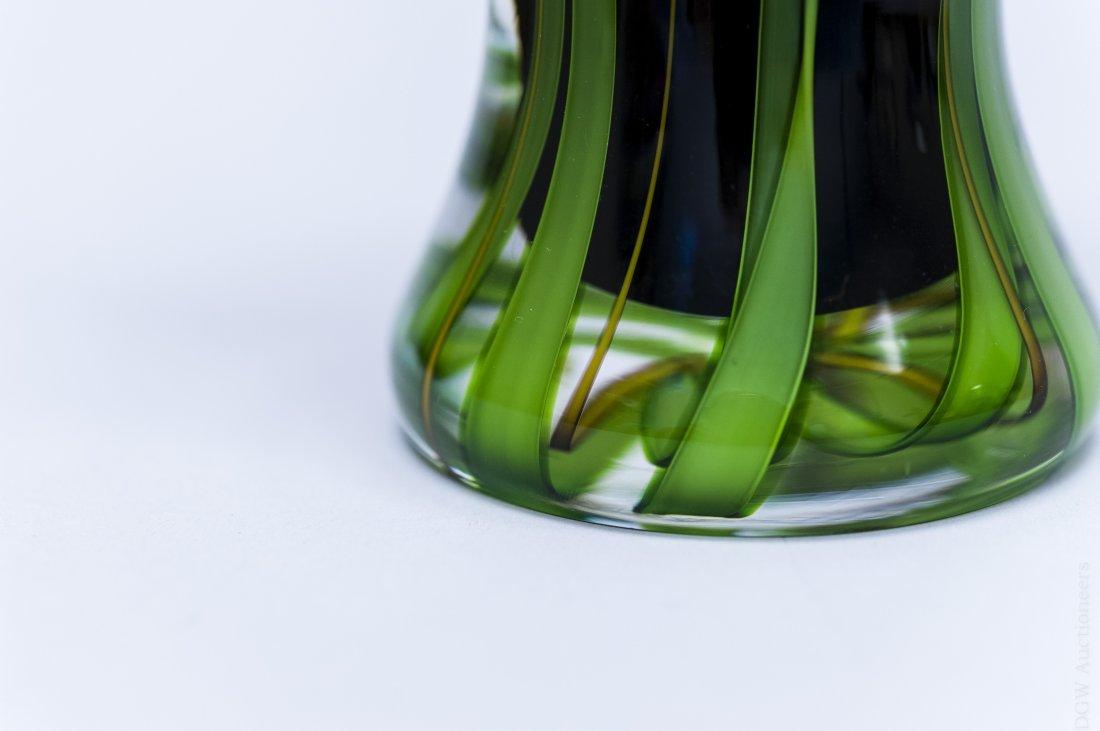 Mayauel Ward 2005 Art Glass Paperweight Vase. - 4