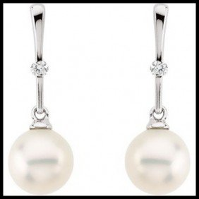 10F: CULTURED PEARL AND DIAMOND DANGLE EARRINGS