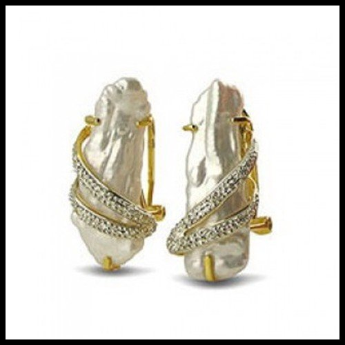 9F: 18KT YELLOW GOLD SLAB PEARL AND DIAMOND EARRINGS