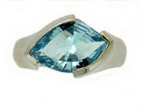 BLUE TOPAZ RING - 14KT GOLD - SIZE 7