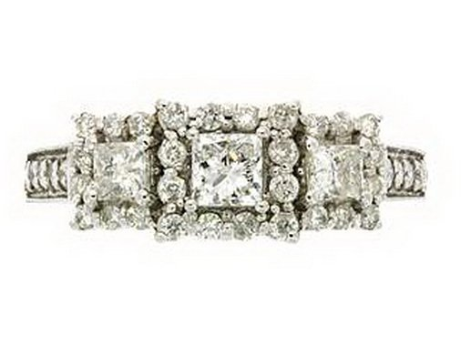 35Z: DIAMOND RING - 14KT GOLD - SIZE 7