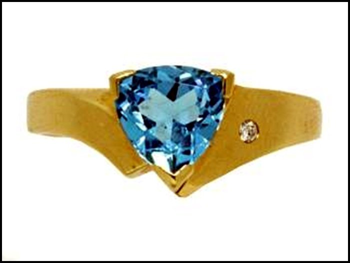 5Z: BLUE TOPAZ RING - 14 KARAT GOLD