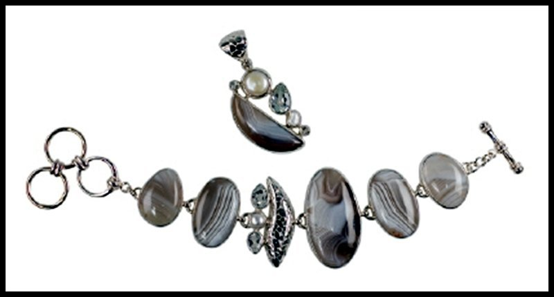1D: BANDED AGATE, PEARL AND TOPAZ BRACELET AND PENDANT,