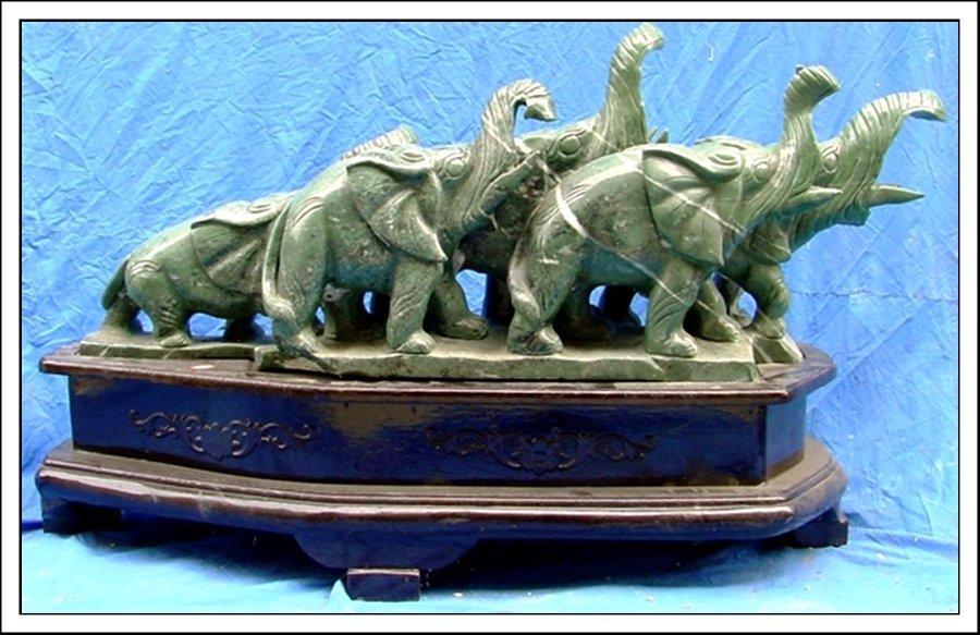 15J: LARGE JADE 5 ELEPHANTS MOUNTAIN