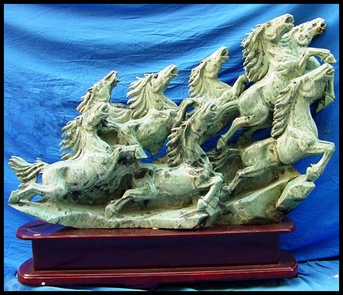 13J: LARGE JADE HORSES MOUNTAIN