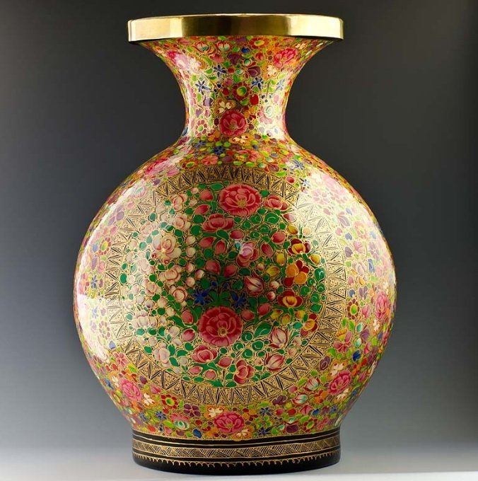 418Q: HAND PAINTED INDIAN VASE