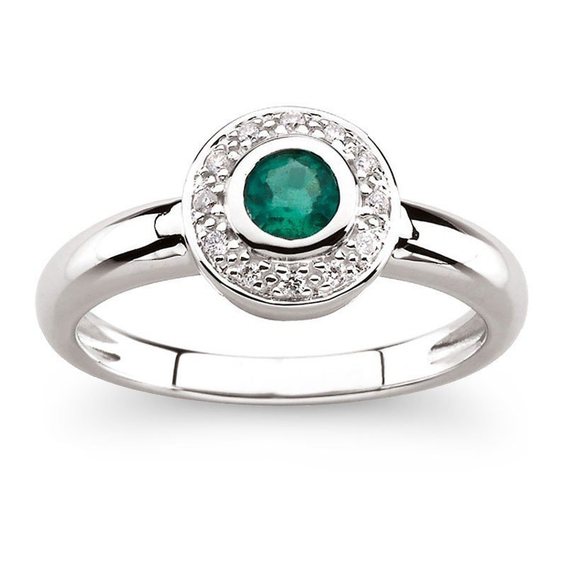 8F: 14KT WHITE GOLD BEZEL SET EMERALD RING