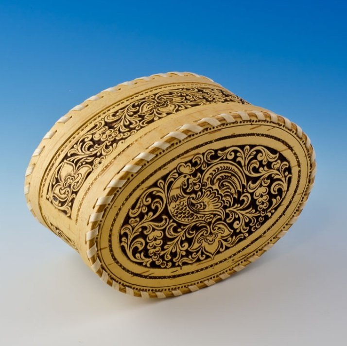 40Y: MAGNIFICENTLY HAND CARVED BIRCH WOODEN JEWELRY BOX