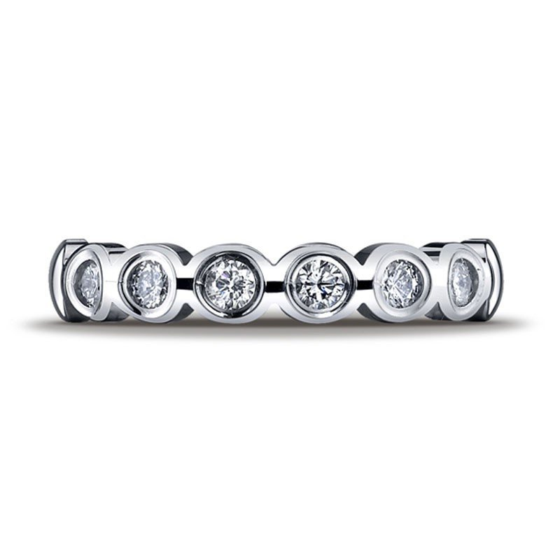 20F: SCALLOPED DIAMOND BAND IN 14KT WHITE GOLD