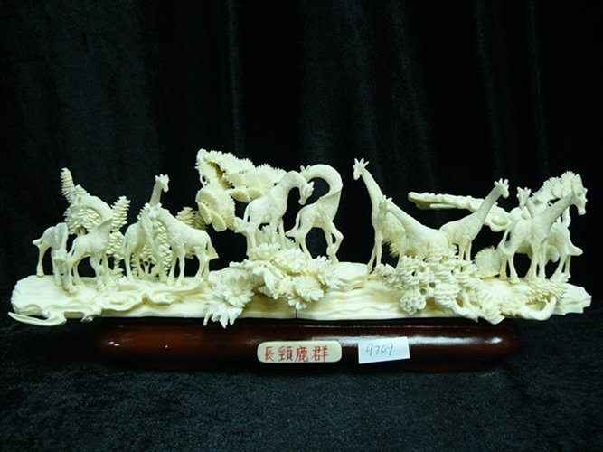 BONE GIRAFFES JUNGLE