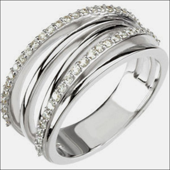 3/8 CT TW DIAMOND RING