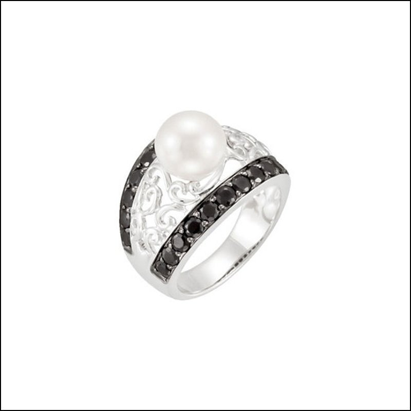 FRESHWATER CULTURED PEARL & BLACK SPINEL RING
