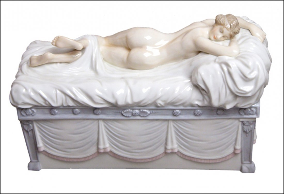 NUDE ON A CHAISE CASKET