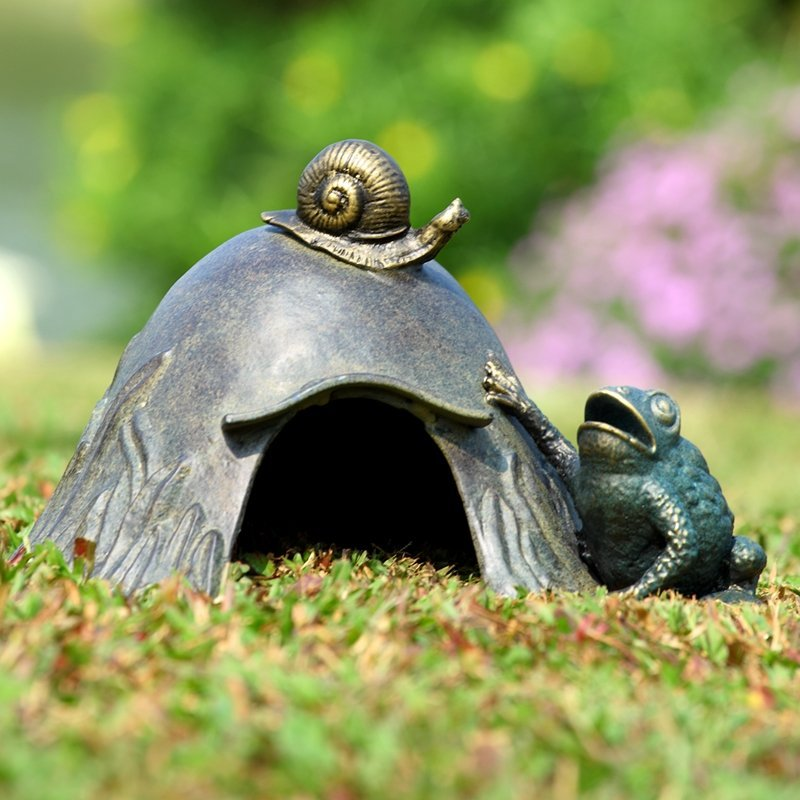 TOAD HOUSE WITH SNAIL