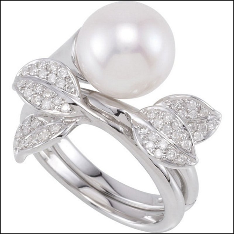 1/3 CT TW FRESHWATER CULTURED PEARL & DIAMOND HINGED