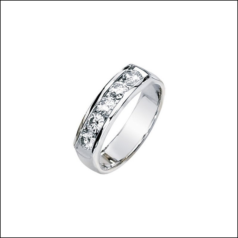 CREATED MOISSANITE GENTS BAND