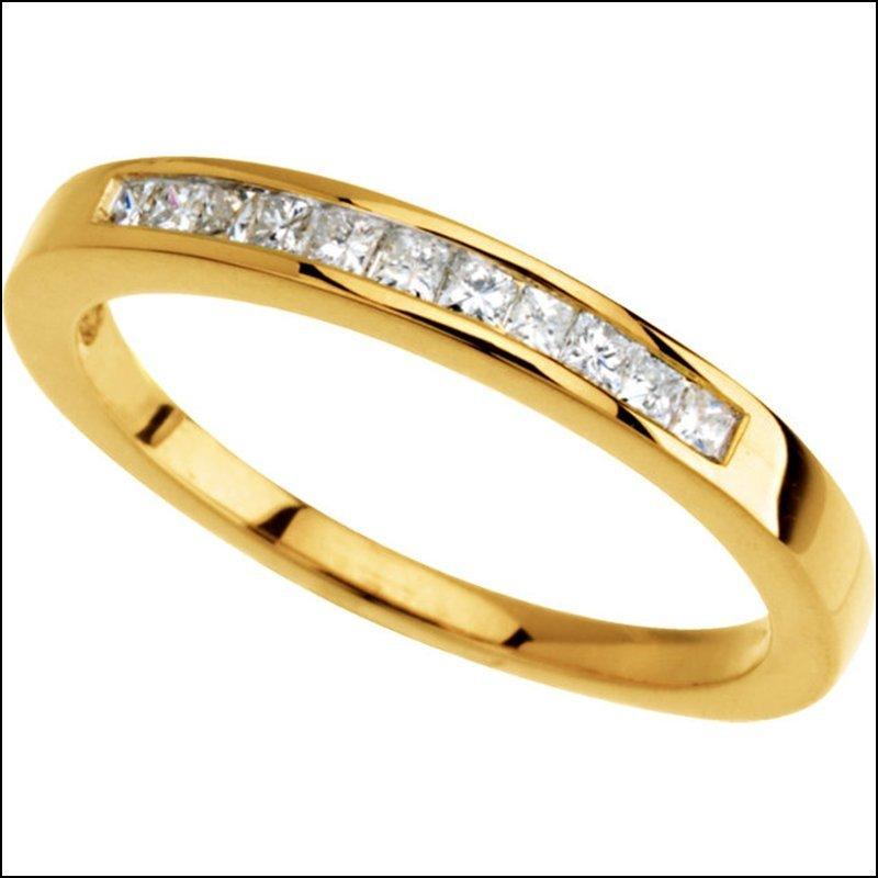 PRINCESS-CUT DIAMOND ANNIVERSARY BAND