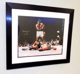MUHAMMAD ALI CASSIUS CLAY AUTOGRAPHED PHOTOGRAPH