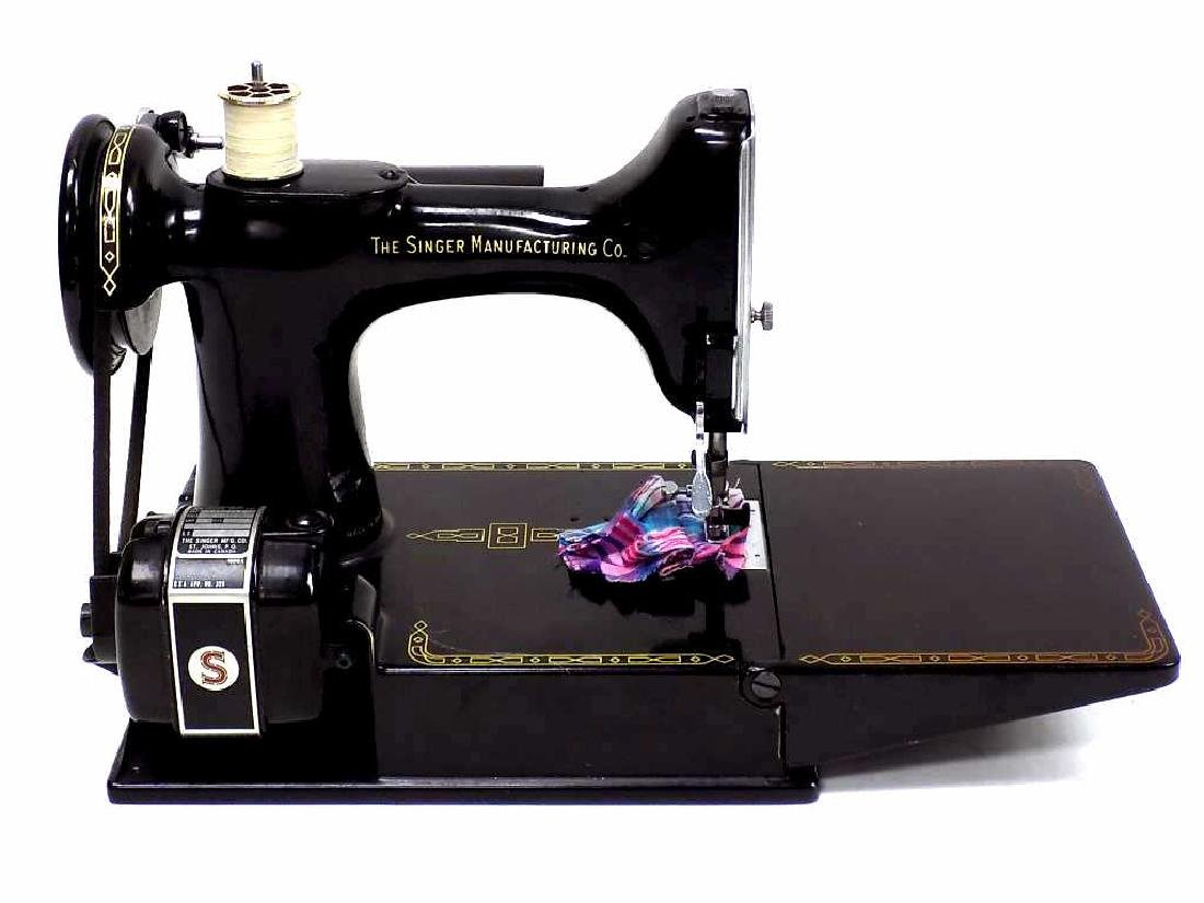 SINGER FEATHERWEIGHT SEWING MACHINE No. 221K