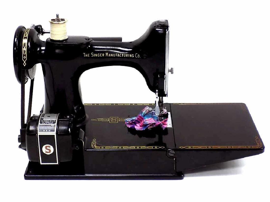 SINGER FEATHERWEIGHT SEWING MACHINE No. 221K