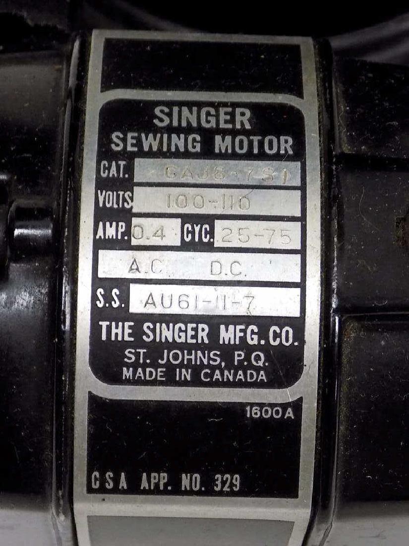 SINGER FEATHERWEIGHT SEWING MACHINE No. 221K - 3