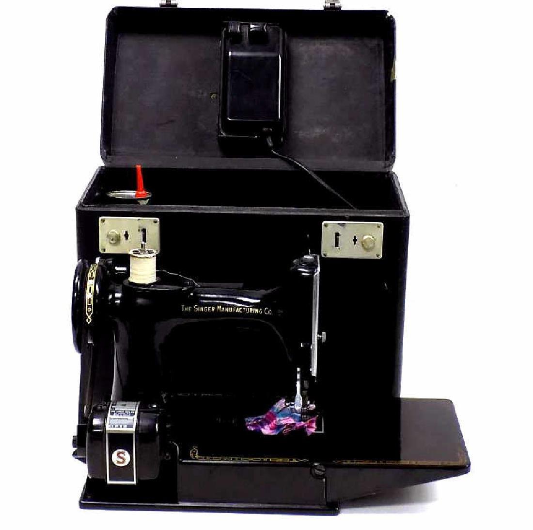 SINGER FEATHERWEIGHT SEWING MACHINE No. 221K - 5