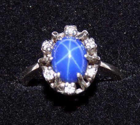 EXTRAORDINARY STAR SAPPHIRE & DIAMOND GOLD RING