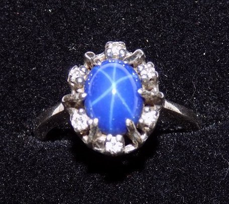 EXTRAORDINARY STAR SAPPHIRE & DIAMOND GOLD RING