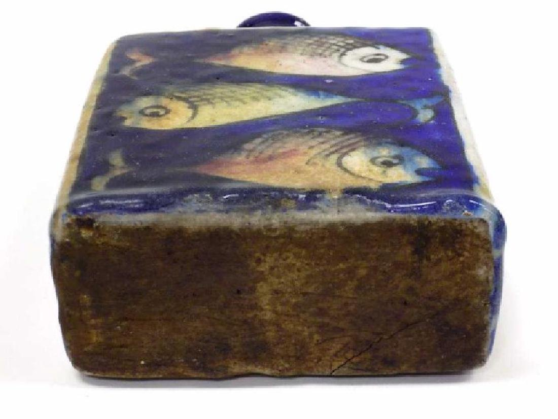19TH CENTURY PERSIAN FISH DECORATED POTTERY FLASK - 4