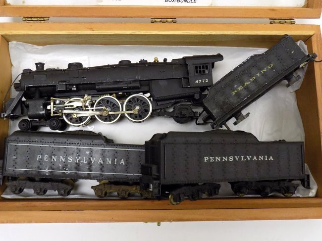 MANTUA PACIFIC HO STEEL TRAIN LOCOMOTIVE W/ CARS - 2