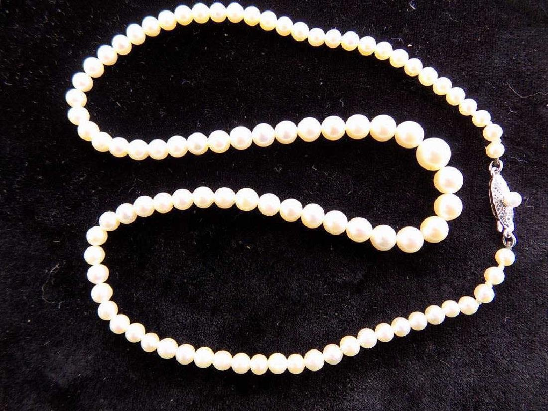MIKIMOTO 10K GOLD CLASP GRADUATED PEARL NECKLACE