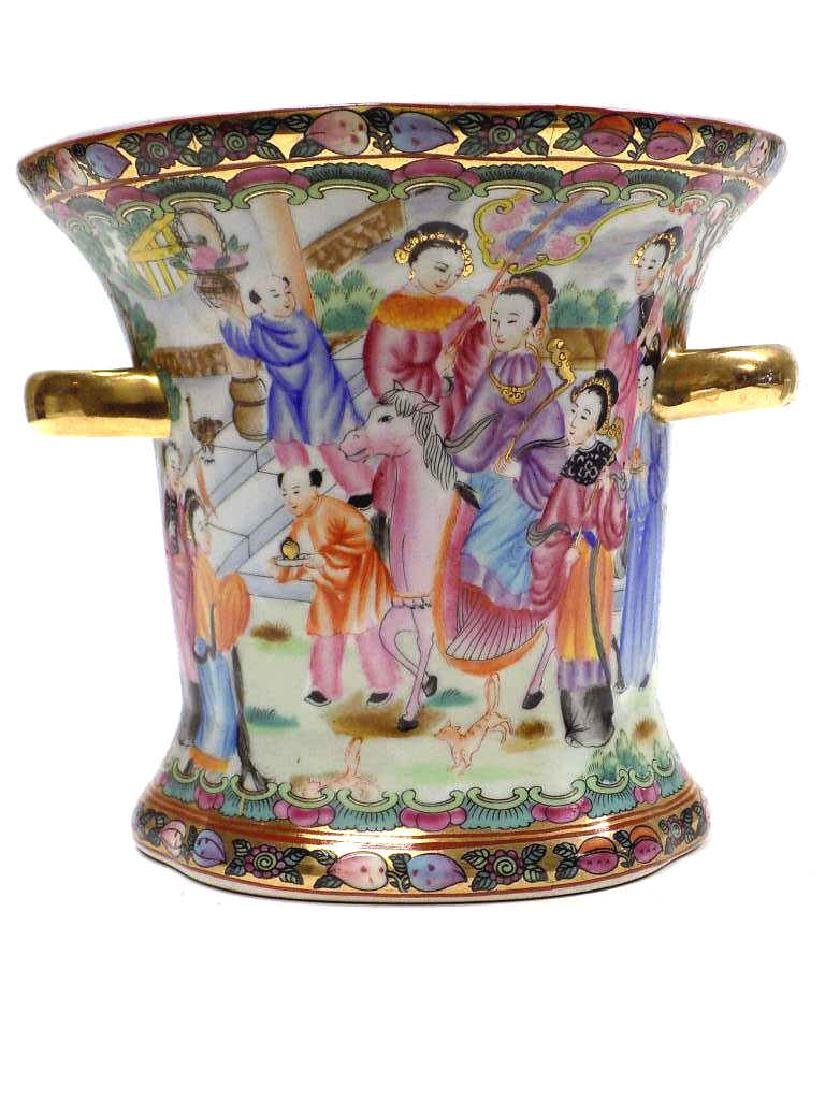 CHINESE FAMILLE ROSE URN