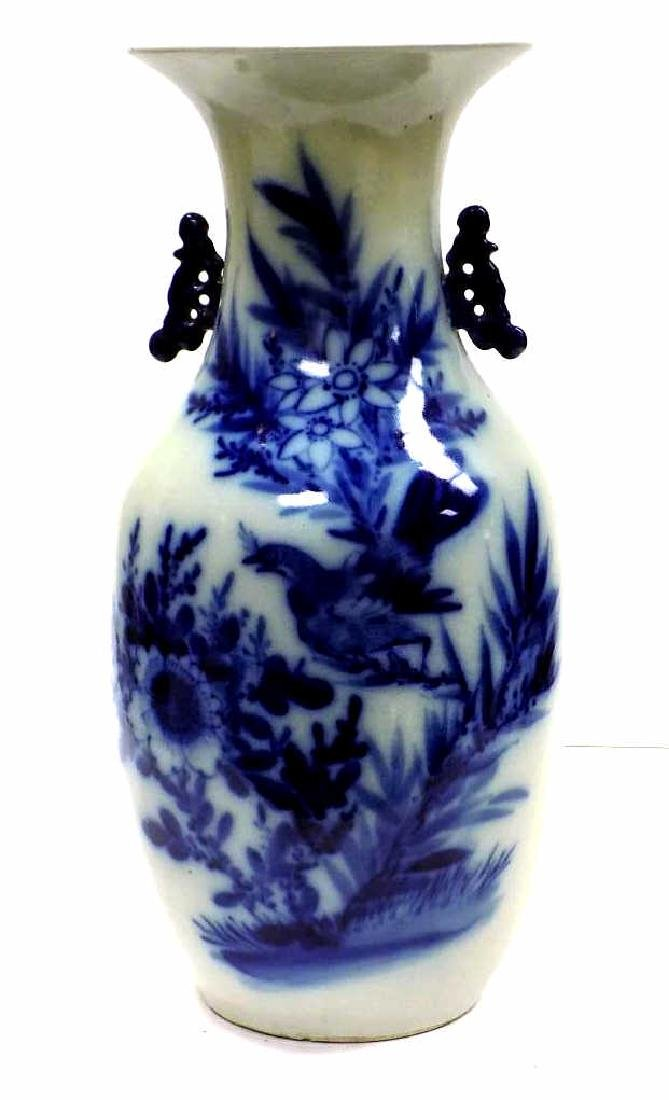 CHINESE BLUE & WHITE BIRD TABLE VASE