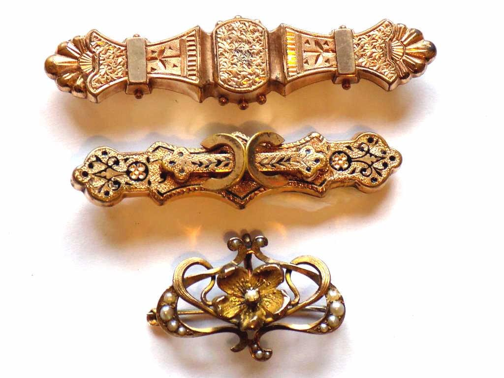 ELABORATE VICTORIAN GOLD FILLED BROOCH GROUP