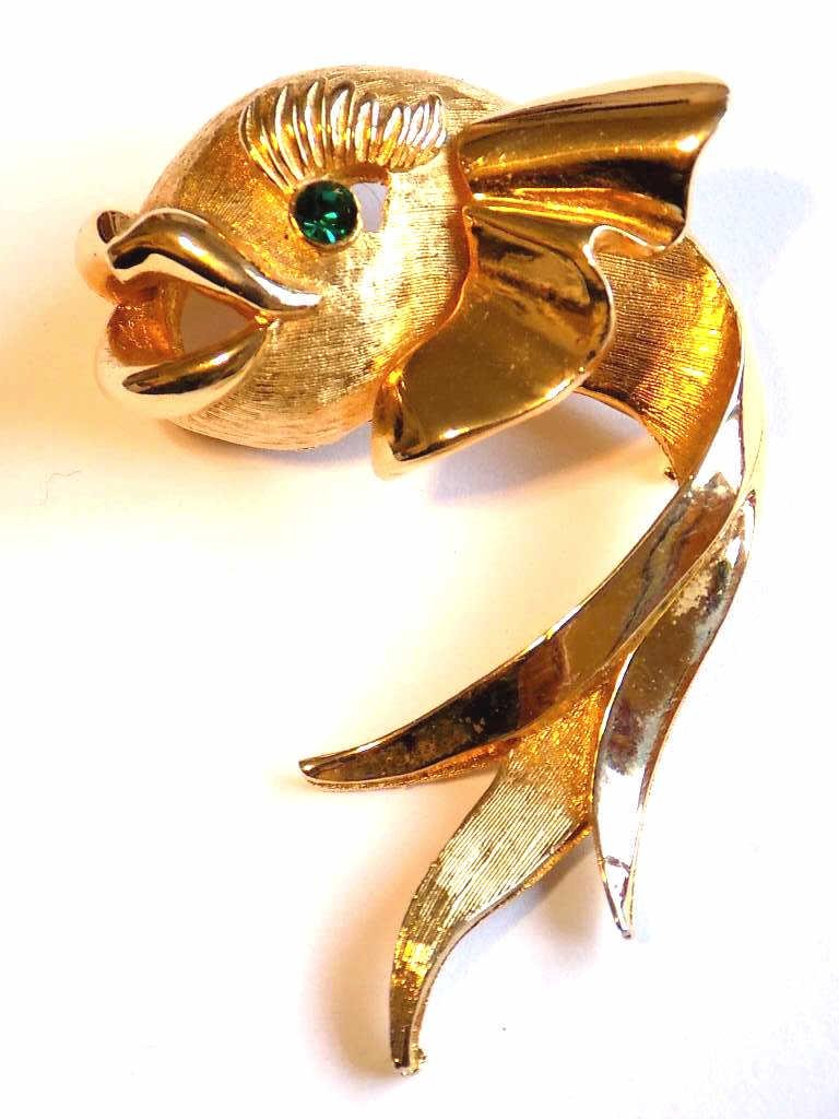 VINTAGE DOLPHIN GOLD PLATED COSTUME BROOCH