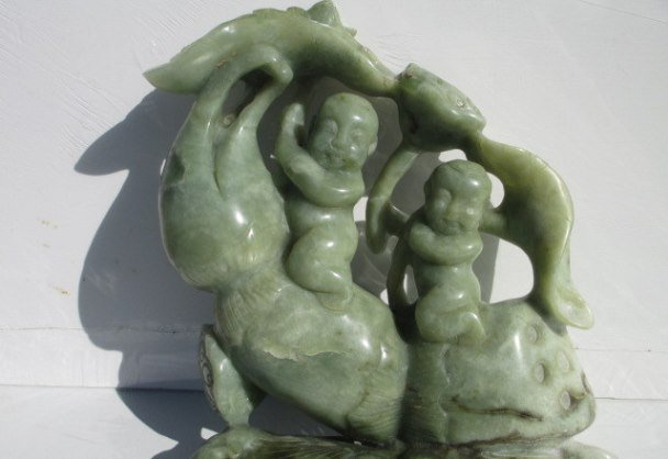 CHINESE CARVED JADE FIGURES STATUE