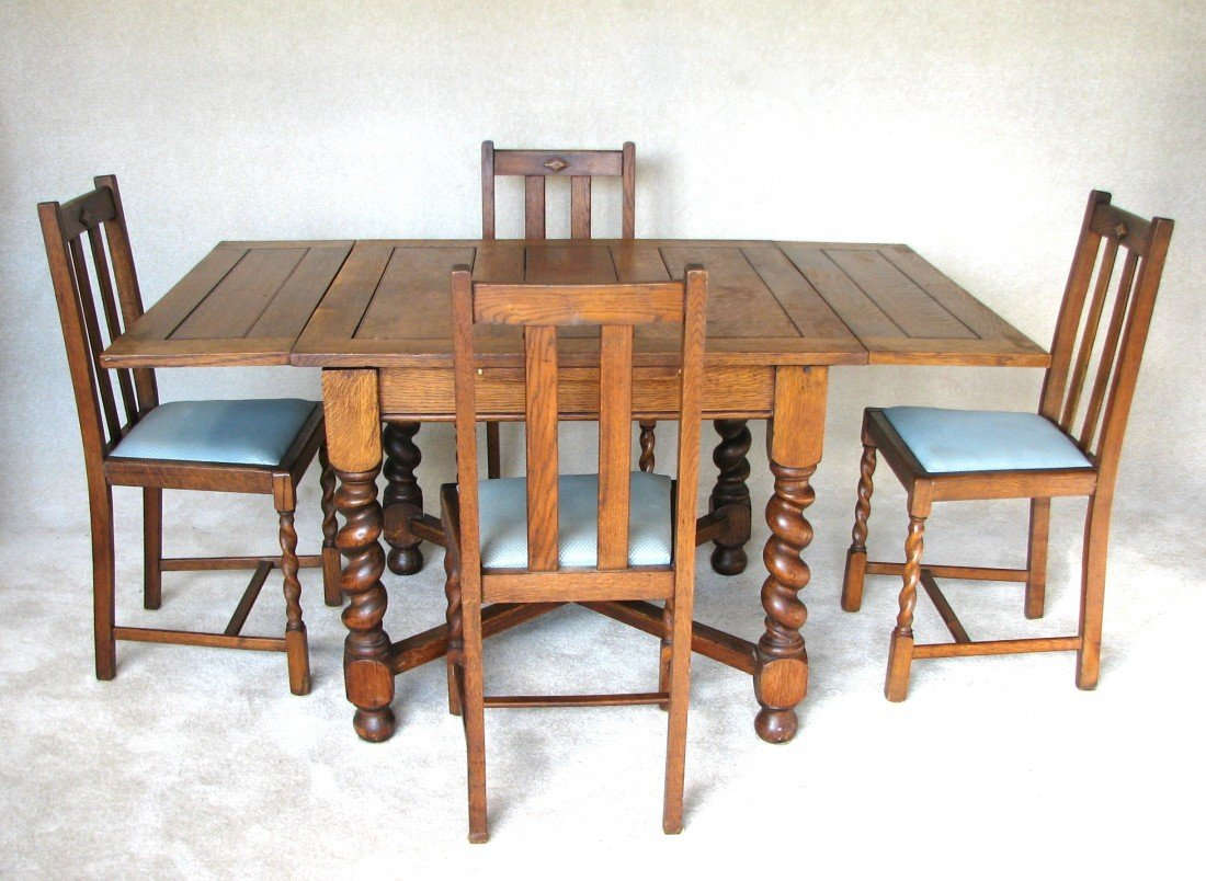 21: Vintage English Pub Table and Chairs