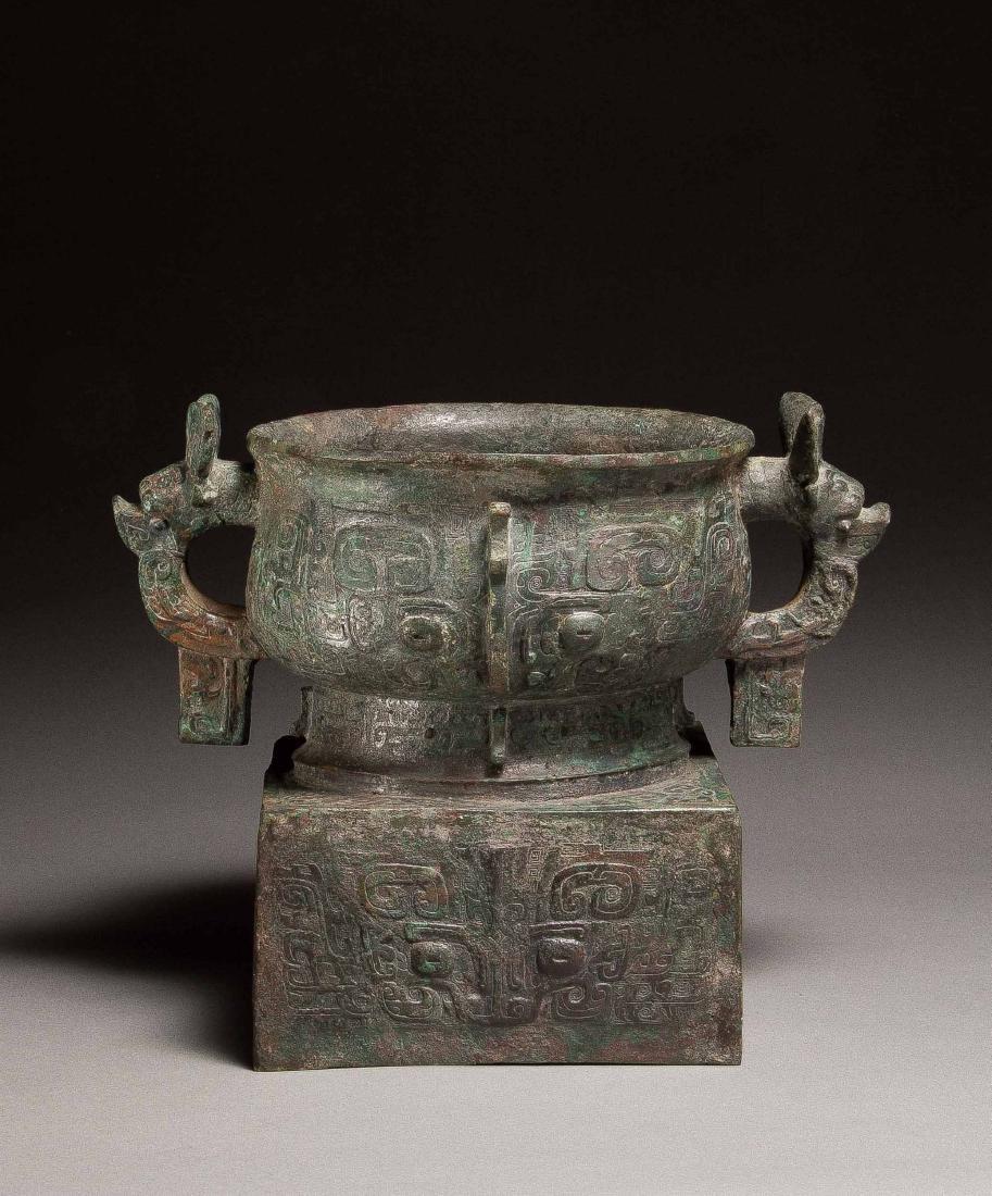 An Archaic Bronze Food Vessel