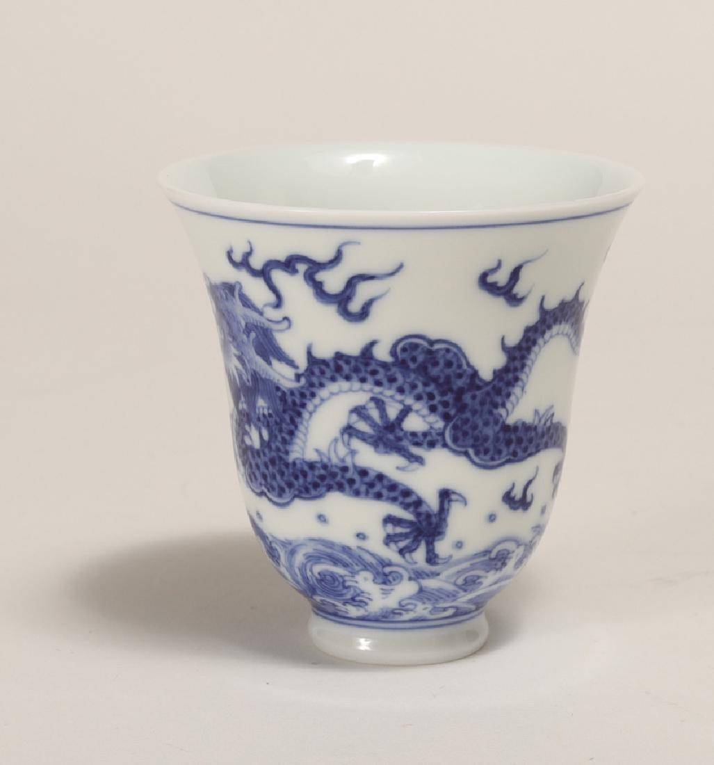 A XIAOFANG KILN BLUE AND WHITE DRAGON CUP - 4