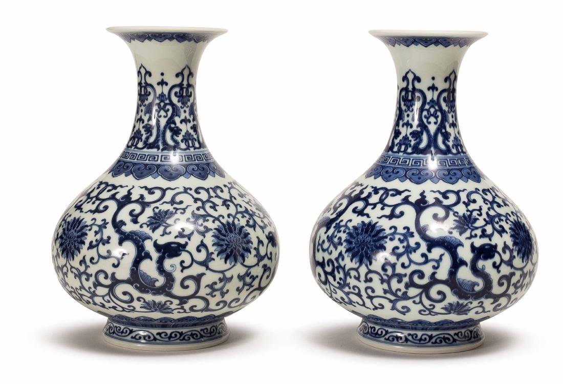 A PAIR OF XIAOFANG KILN BLUE AND WHITE VASE