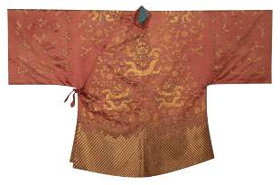 AN EMBROIDERED SILK WOMAN'S COAT