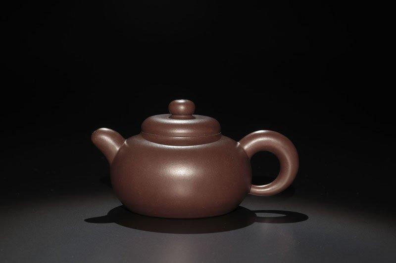 22: A 'Yuanzhu' Pottery Teapot By He Yanping