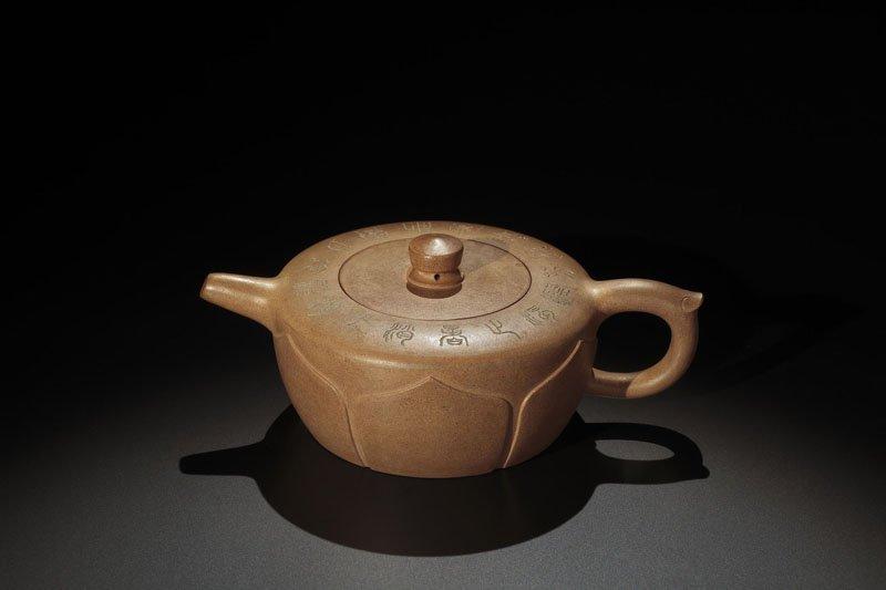 23: A 'Sengmao' Pottery Teapot By Chu Jiquan