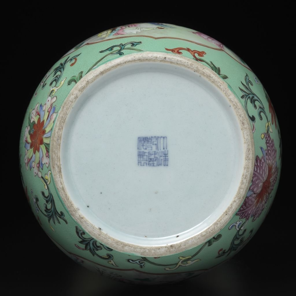 A FAMILLE-ROSE VASE, QIANLONG SIX-CHARACTER MARK AND OF - 4