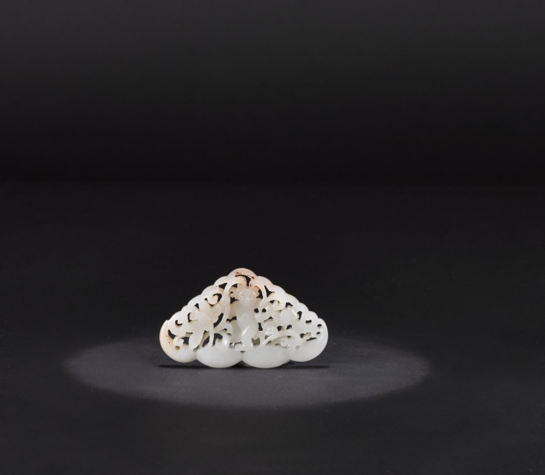 AN ARCHAIC WHITE JADE ORNAMENT