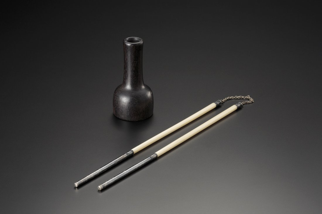 A ZITAN VASE AND WALRUS IVORY ACCESSORY